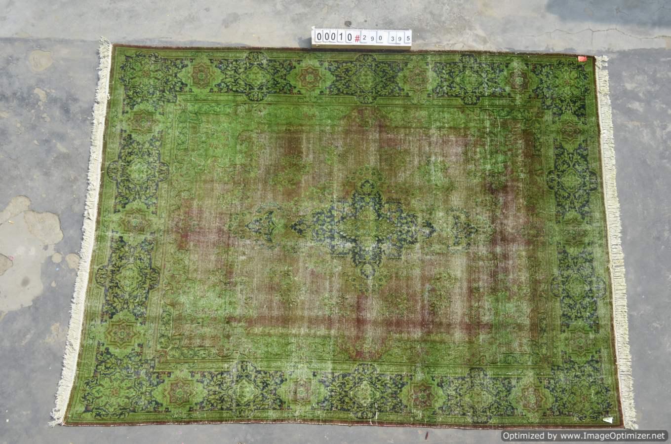 Vintage klassiek vloerkleed  uit Iran nr 0010 ( 395cm x 290cm) tapijt wat een nieuwe hippe trendy kleur heeft gekregen.