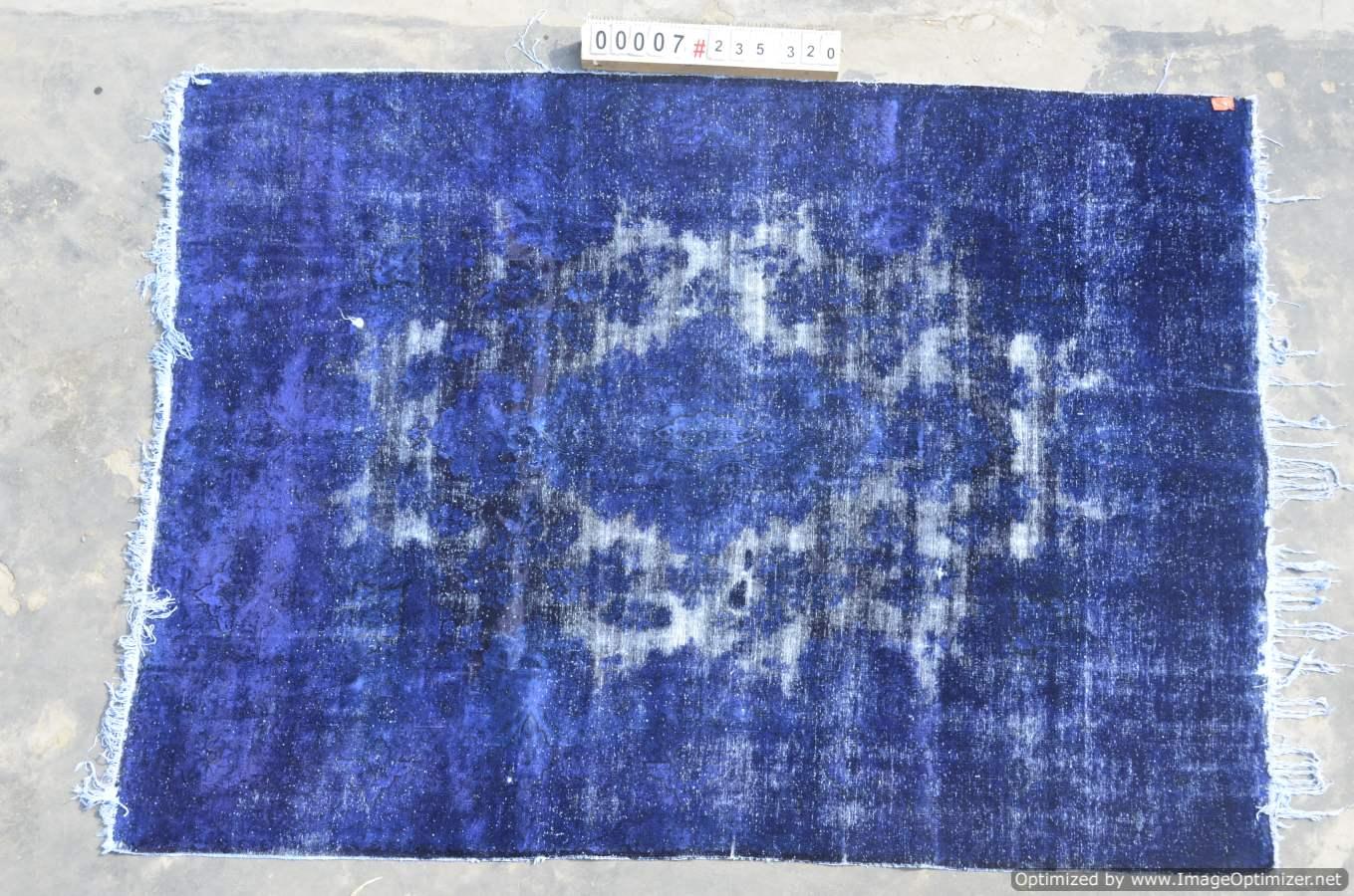 Vintage klassiek vloerkleed  uit Iran nr 007 ( 320cm x 235cm) tapijt wat een nieuwe hippe trendy kleur heeft gekregen.