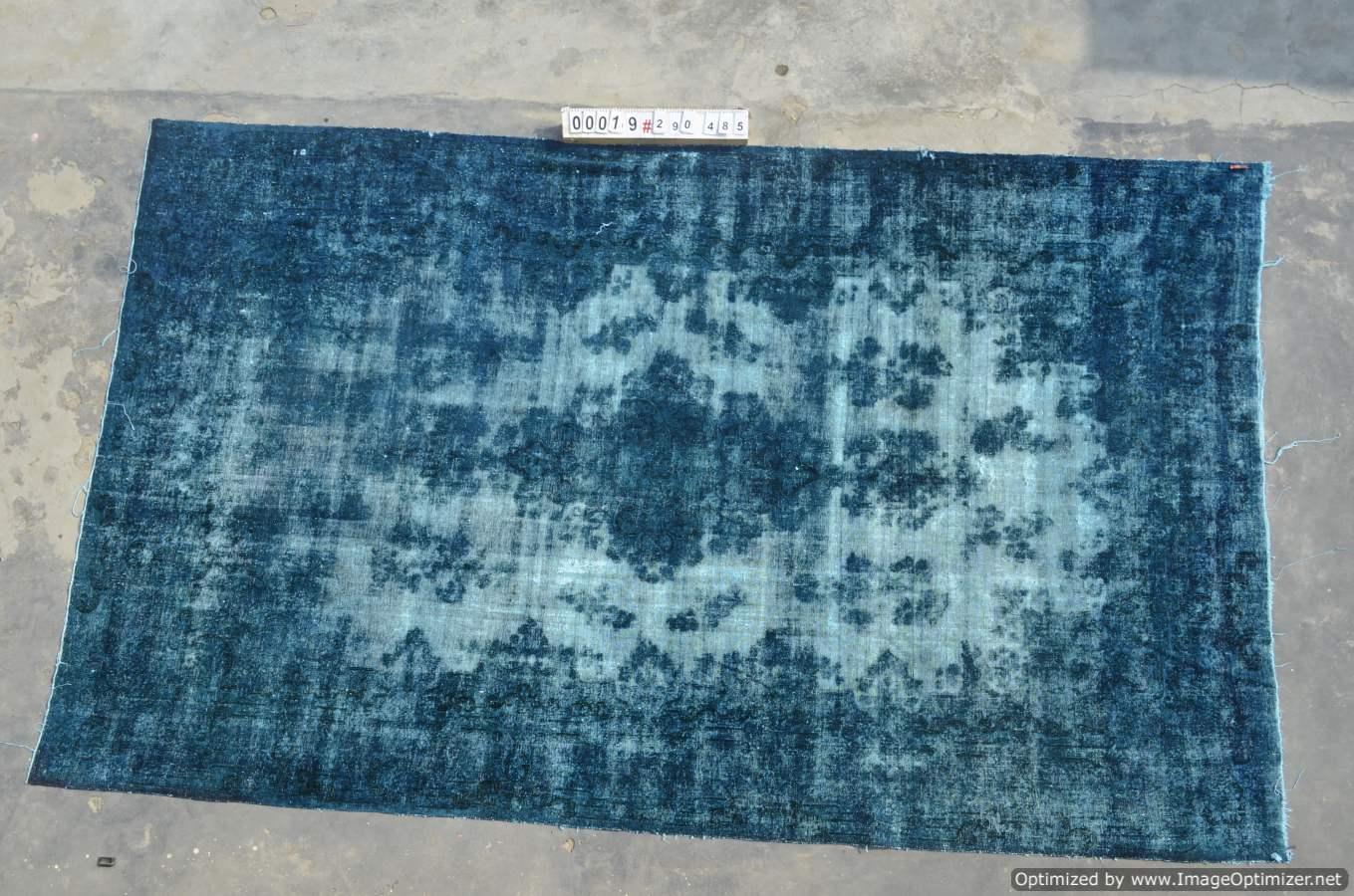 Vintage klassiek vloerkleed  uit Iran nr 0019 ( 485cm x 290cm) tapijt wat een nieuwe hippe trendy kleur heeft gekregen.