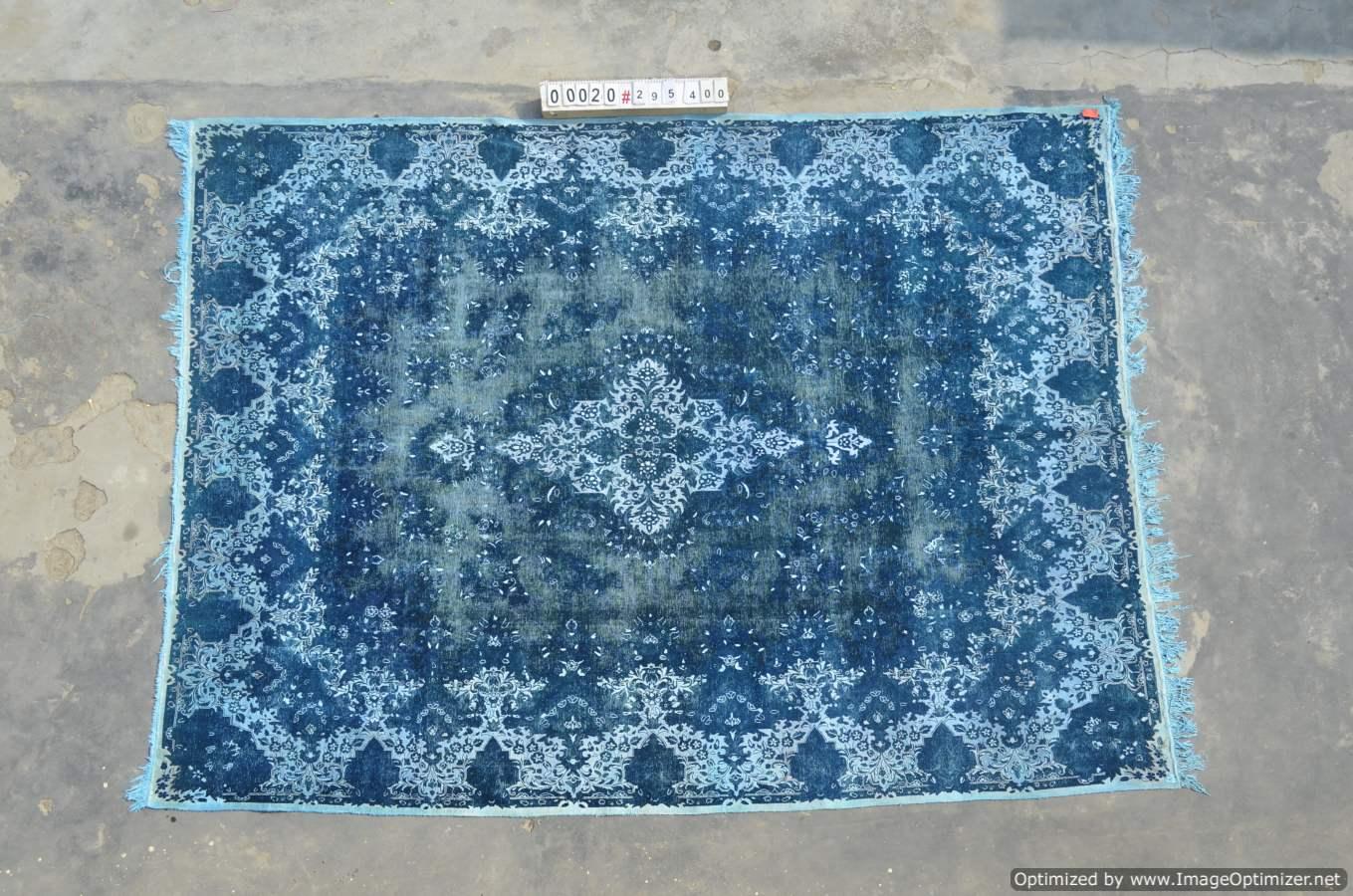Vintage klassiek vloerkleed  uit Iran nr 0020 ( 400cm x 295cm) tapijt wat een nieuwe hippe trendy kleur heeft gekregen.