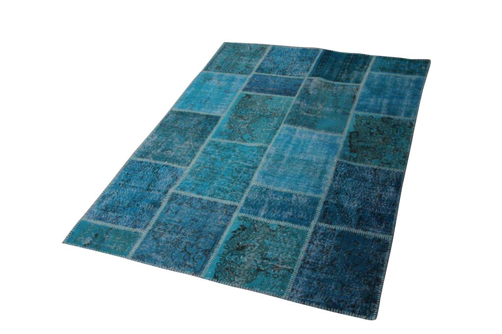 Vintage patchwork vloerkleed 006 (224cm x 160cm) gemaakt van oude recoloured vloerkleden Dit kleed ligt bij Silo 6 in harderwijk