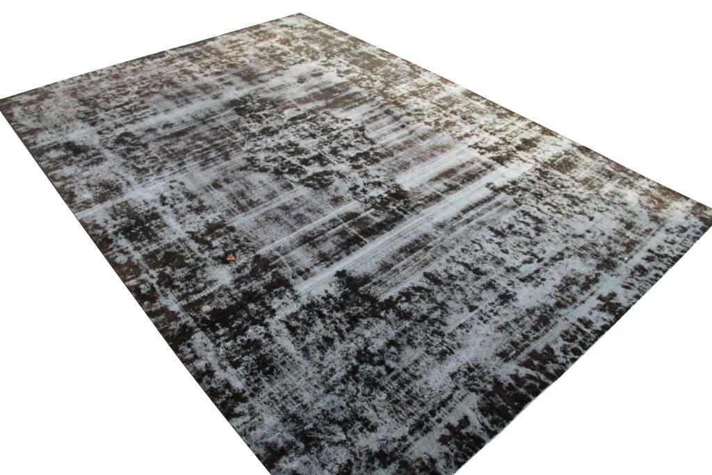 Zeer groot oud vloerkleed 1001 (410cm x 285cm) groot vloerkleed wat een nieuwe hippe trendy kleur heeft gekregen.