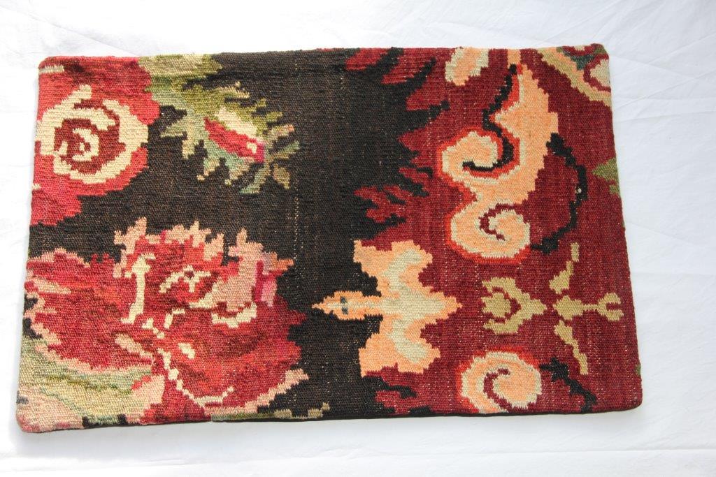 Kelim kussen  60cm x 40cm, handgeweven uit Moldavië, no 102 wordt geleverd incl. binnenkussen