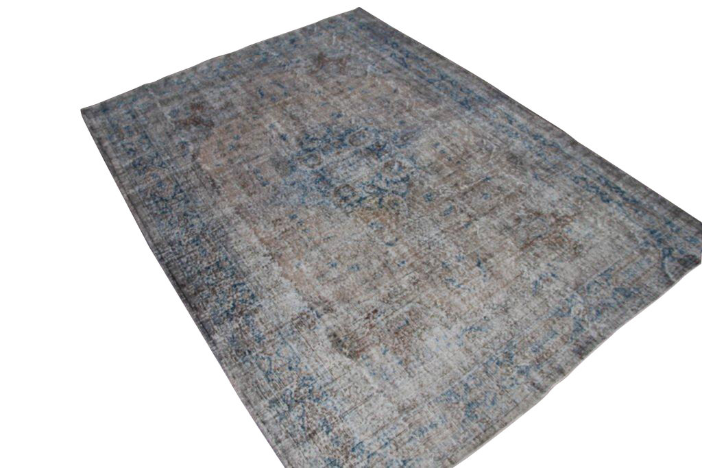 Recoloured klassiek vloerkleed nr 1026 (296cm x 221cm) tapijt wat een nieuwe hippe trendy kleur heeft gekregen.