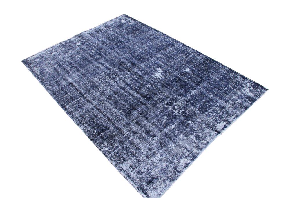 Recoloured klassiek vloerkleed nr 103 (262 cm x 187 cm) tapijt wat een nieuwe hippe trendy kleur heeft gekregen.