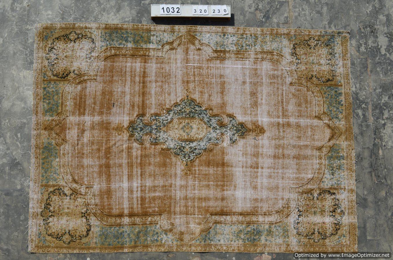 Zeer groot oud vloerkleed 1032 (320cm x 230cm) gereserveerd