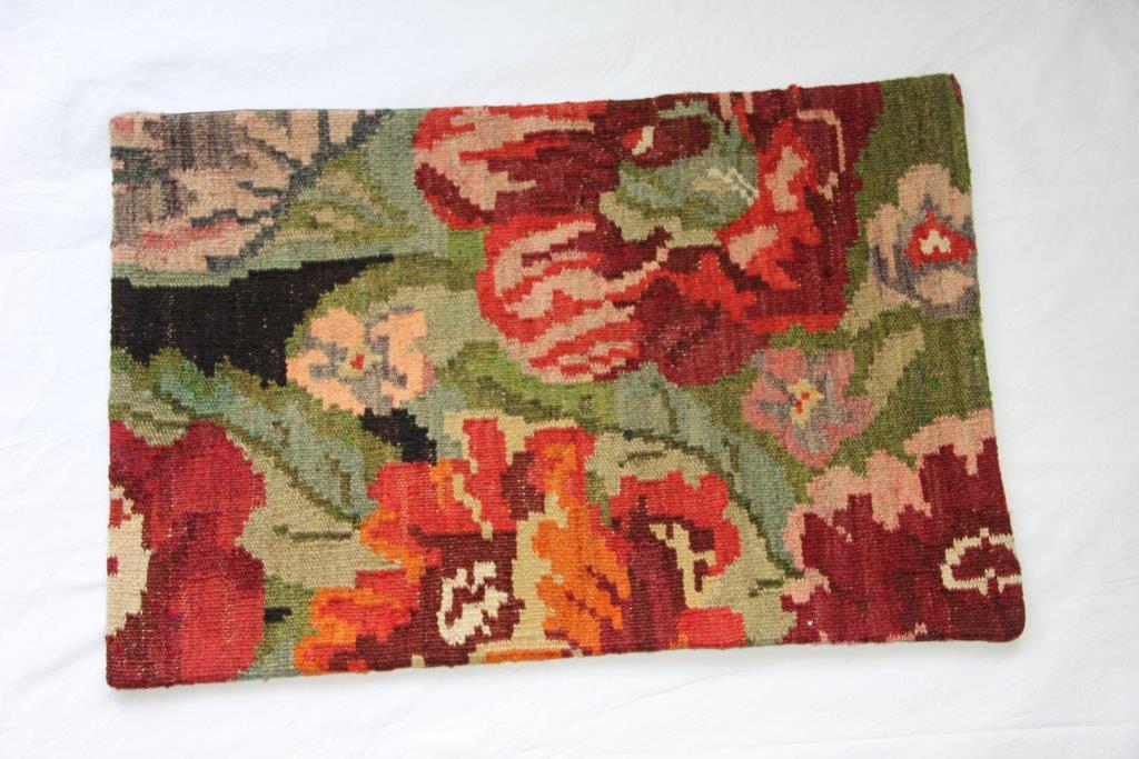 Kelim kussen  60cm x 40cm, handgeweven uit Moldavië, no 106 wordt geleverd incl. binnenkussen
