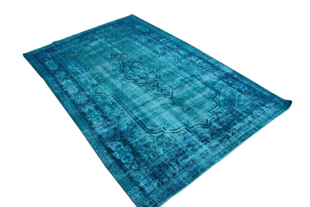 Turquoise recolored klassiek vloerkleed nr 107D (305cm x 196cm) tapijt wat een nieuwe hippe trendy kleur heeft gekregen.