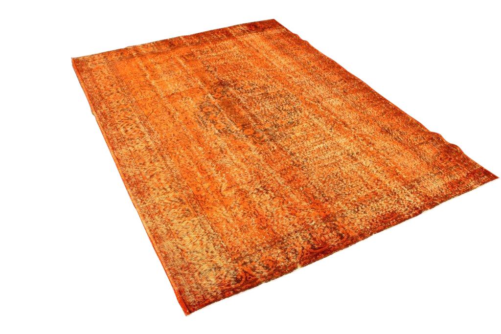Oranje vloerkleed nr 110  ( 294cm x 210cm) vintage vloerkleed wat een nieuwe hippe trendy kleur heeft gekregen.