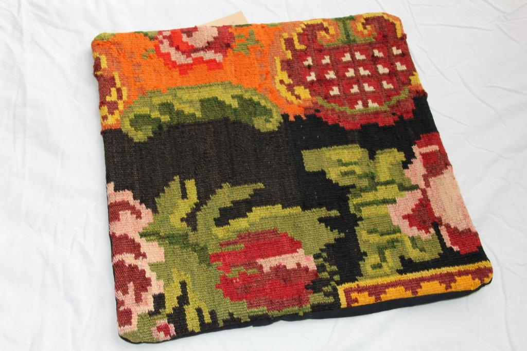 Kelim kussen  45cm x 45cm, handgeweven uit Moldavië, no 1110 wordt geleverd incl. binnenkussen