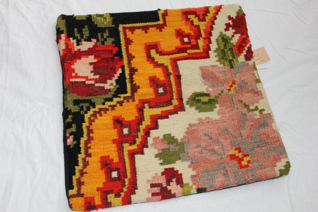 Kelim kussen  45cm x 45cm, handgeweven uit Moldavië, no 1111 wordt geleverd incl. binnenkussen