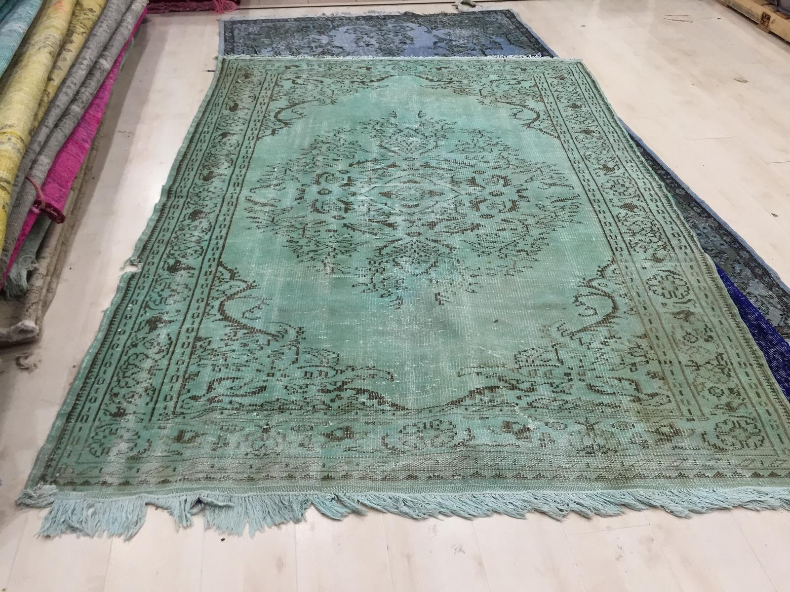 VERKOCHT Recoloured  vintage vloerkleed  uit Turkije 252cm x 181cm , no 1146