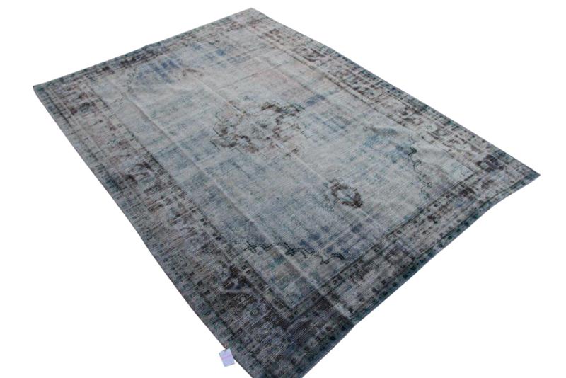 Blauw  vintage vloerkleed nr 1173 (290cm x 210cm)  Oud vloerkleed uit Turkije wat een nieuwe trendy kleur heeft gekregen.