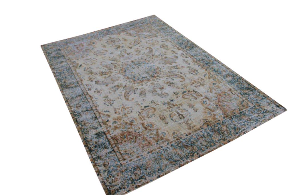 Recoloured klassiek vloerkleed nr 12005 (290cm x 203cm) Dit vloerkleed ligt bij Silo 6 in harderwijk, u kunt het online bij ons bestellen.