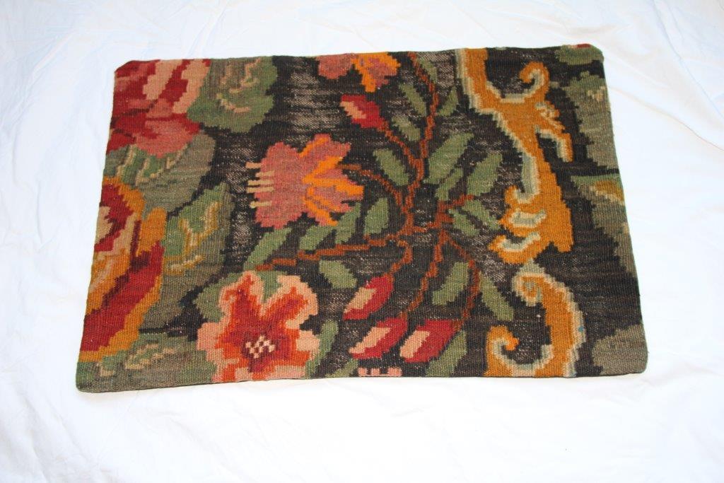 Kelim kussen  60cm x 40cm, handgeweven uit Moldavië, no 12012 wordt geleverd incl. binnenkussen