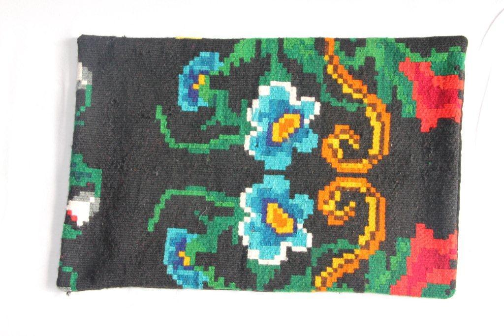 Rozenkelim kussen nr 12033     (60cm x 40cm) Kussen gemaakt van authentieke rozenkelim, inclusief binnenkussen