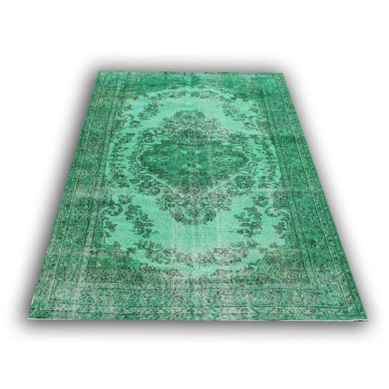 Groen vintage vloerkleed 12038 (260cm x 168cm) Oud vloerkleed met een nieuwe hippe trendy kleur.
