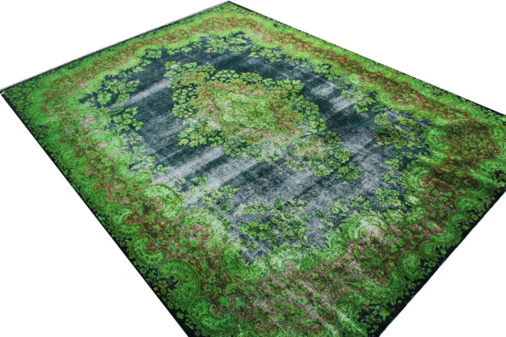 VERKOCHT zeer groot gifgroen vloerkleed met blauw nr 1213 (388 cm x 293cm) tapijt wat een nieuwe hippe trendy kleur heeft gekregen.