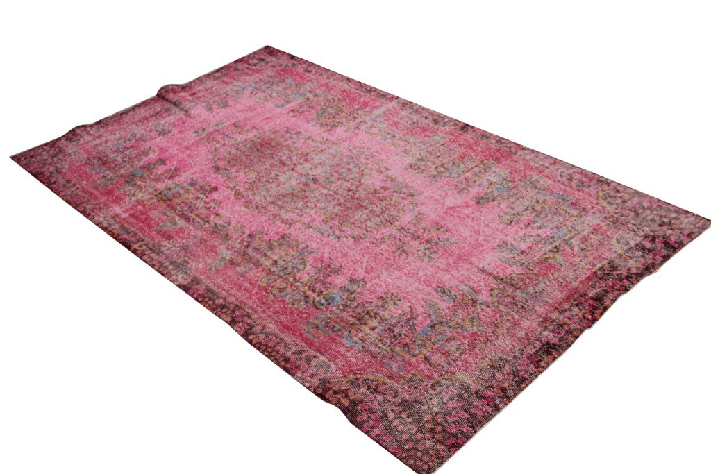 Fel roze vloerkleed 1251  (286cm x 170cm) groot vloerkleed wat een nieuwe hippe trendy kleur heeft gekregen.