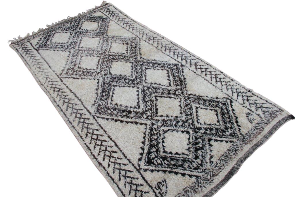 Berber vloerkleed uit Marokko no 1272  (308cm x 173cm)