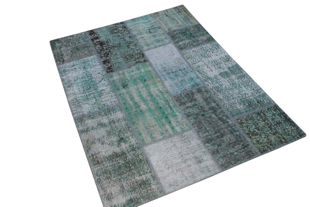 Patchwork klassiek vloerkleed nr 1273 (200cm x 150cm) tapijt wat een nieuwe hippe trendy kleur heeft gekregen. Dit kleed ligt bij Silo 6 in harderwijk