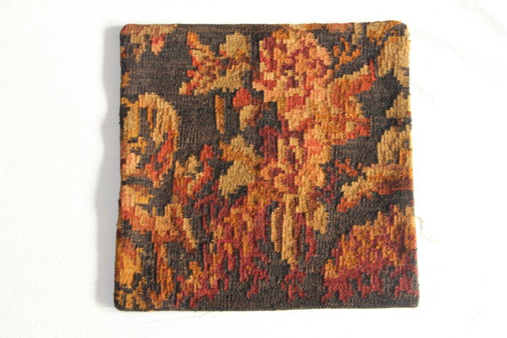 Rozenkelim kussen nr 13002     (45 cm x 45 cm) Kussen gemaakt van authentieke rozenkelim, inclusief binnenkussen