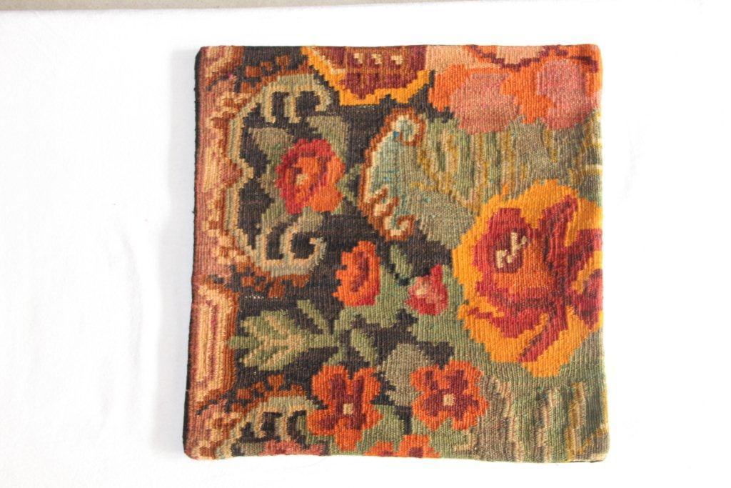 Rozenkelim kussen nr 13003     (45 cm x 45 cm) Kussen gemaakt van authentieke rozenkelim, inclusief binnenkussen