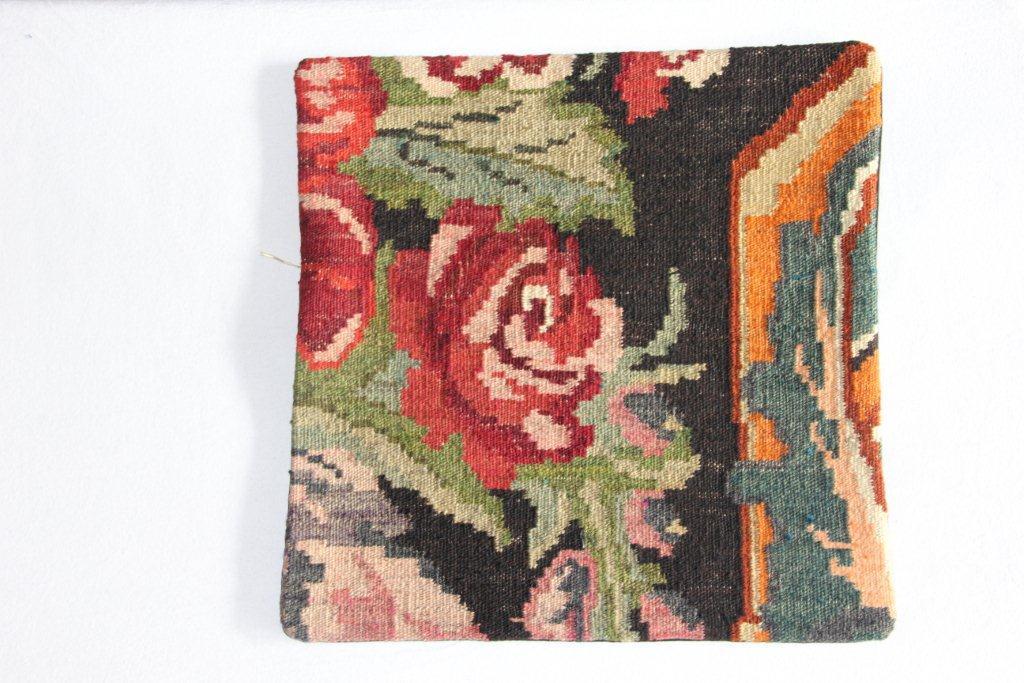 Rozenkelim kussen nr 13012     (45 cm x 45 cm) Kussen gemaakt van authentieke rozenkelim, inclusief binnenkussen