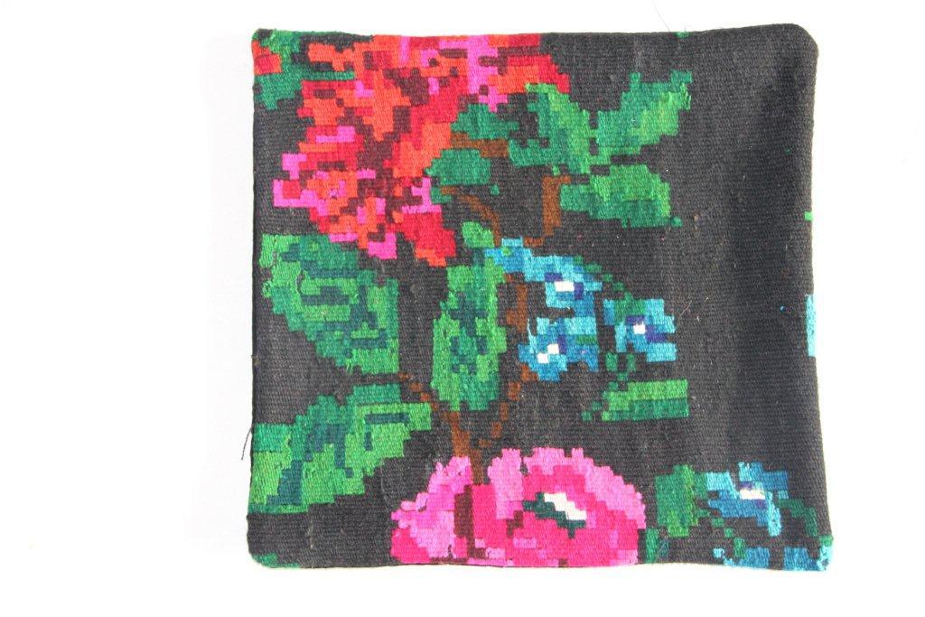 Rozenkelim kussen nr 13018     (45 cm x 45 cm) Kussen gemaakt van authentieke rozenkelim, inclusief binnenkussen