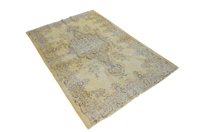 Recoloured klassiek vloerkleed nr 1302 (272 cm x 182 cm) tapijt wat een nieuwe hippe trendy kleur heeft gekregen.
