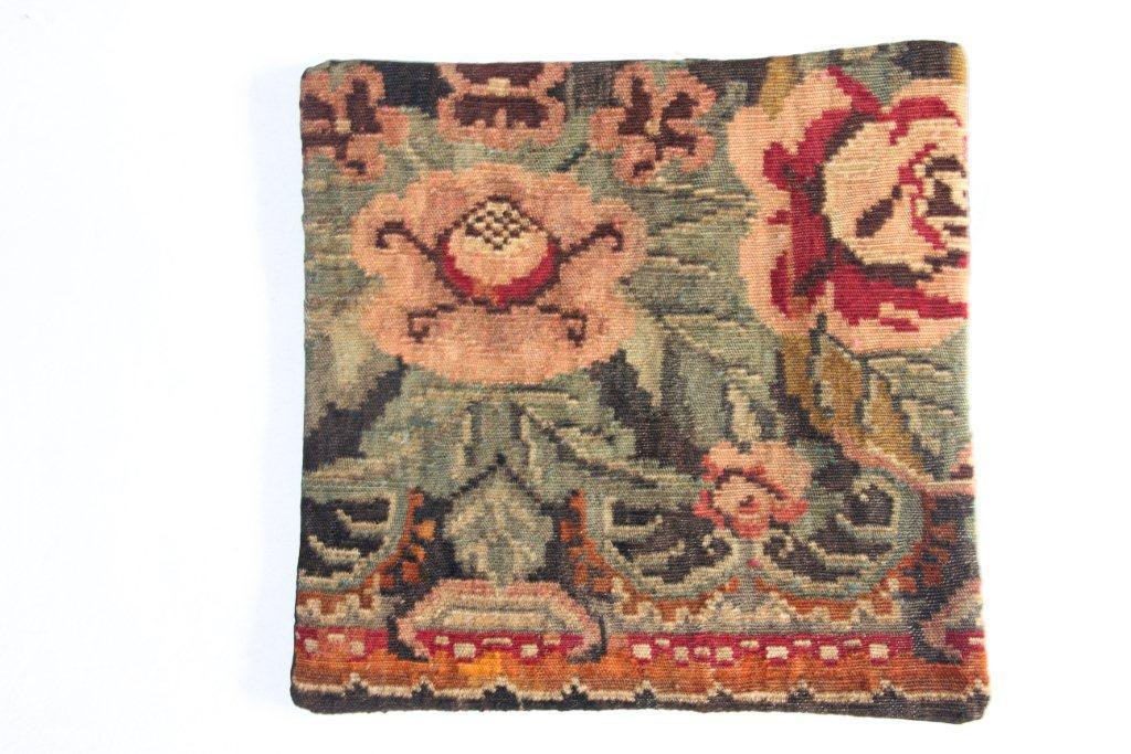 Rozenkelim kussen nr 13030     (45 cm x 45 cm) Kussen gemaakt van authentieke rozenkelim, inclusief binnenkussen