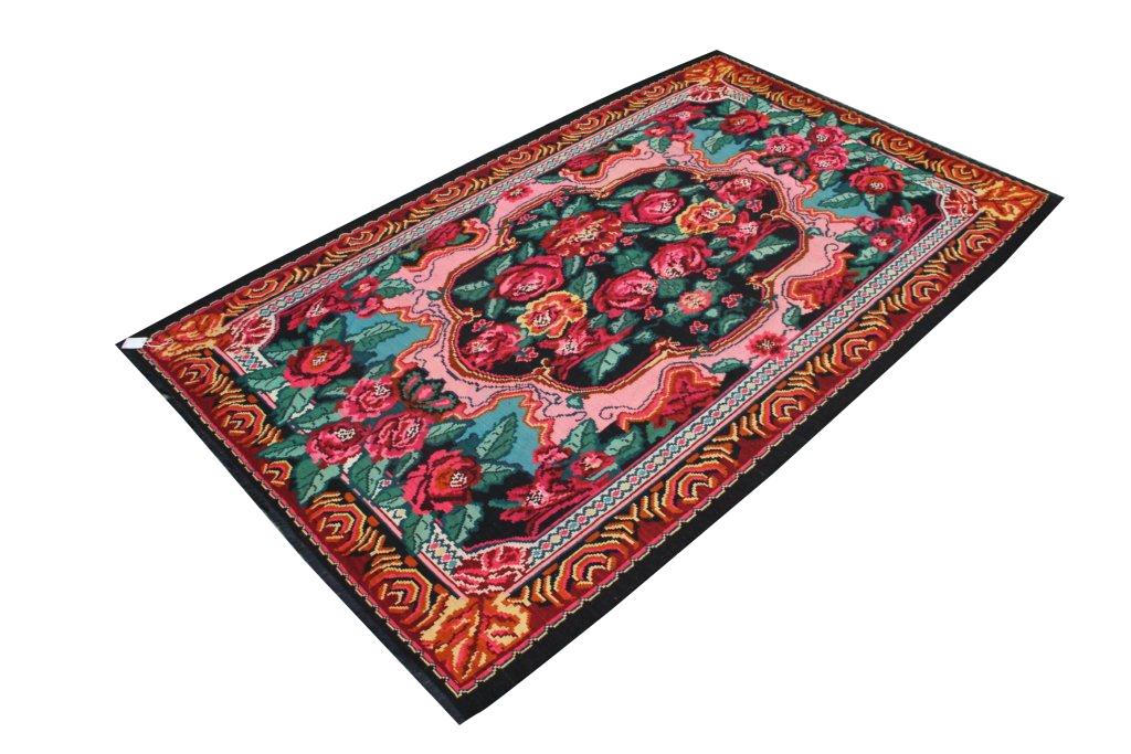 Perzisch tapijt 132 ( 300cm x 207cm) Dit kleed ligt bij Silo 6 in Harderwijk.