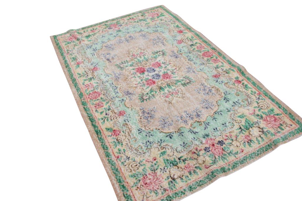 Vintage tapijt no 1377 (280cm x 182cm) vloerkleed wat een nieuwe hippe trendy kleur heeft gekregen.