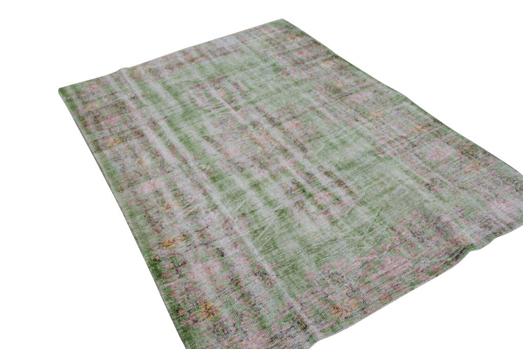 Vintage tapijt no 1378 (259cm x 188cm) vloerkleed wat een nieuwe hippe trendy kleur heeft gekregen.