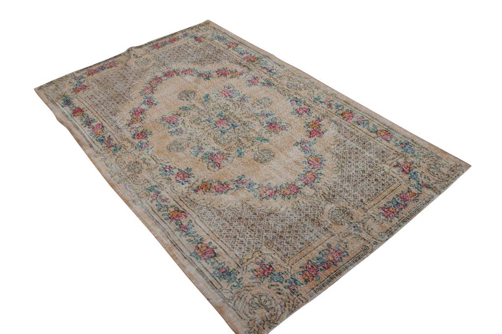 Vintage tapijt no 1388 (272cm x 172cm) vloerkleed wat een nieuwe hippe trendy kleur heeft gekregen.