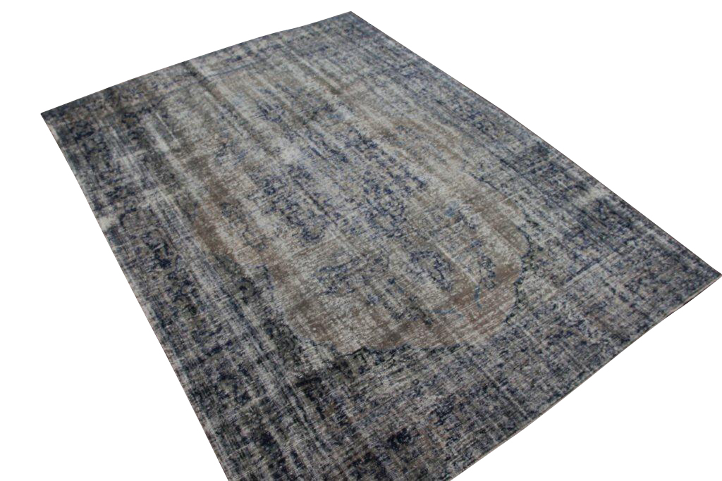 Vintage tapijt no 1393 (314cm x 223cm) vloerkleed wat een nieuwe hippe trendy kleur heeft gekregen.