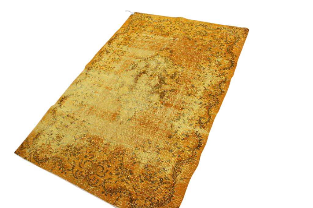 Recoloured vintage vloerkleed  142    (265cm x 172cm) Oud tapijt wat een nieuwe hippe trendy kleur heeft gekregen.