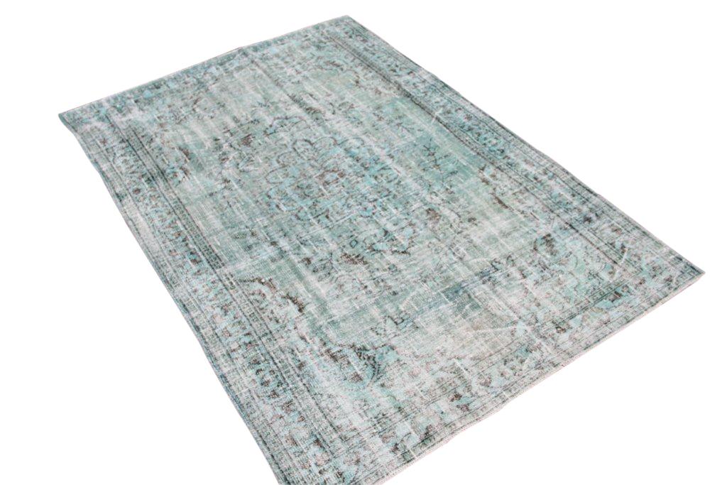 Vintage tapijt no 1459 (243cm x 167cm) vloerkleed wat een nieuwe hippe trendy kleur heeft gekregen.