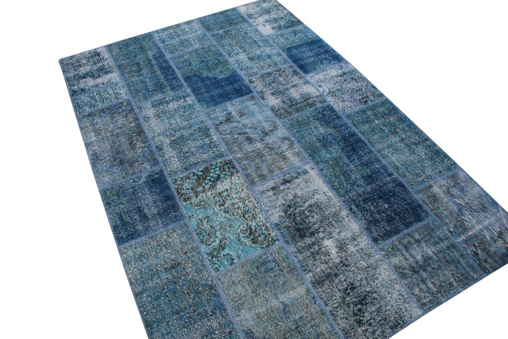 Donkerblauw Patchwork vloerkleed nr 1622D (298cm x 201cm) tapijt wat een nieuwe hippe trendy kleur heeft gekregen.