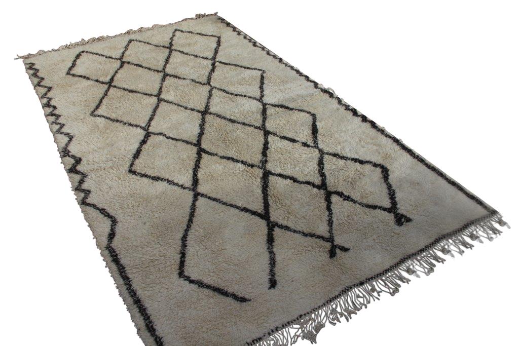 VERKOCHT Beni Ouarain vloerkleed uit Marokko no 16512  380cm x 225cm