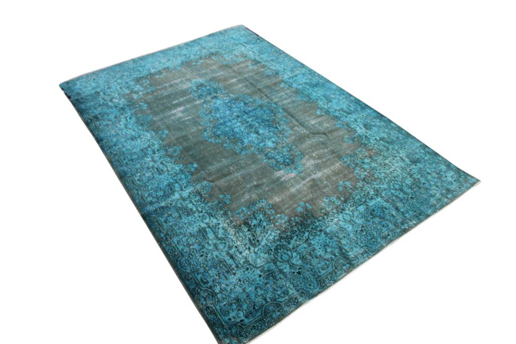 Turquoise  recoloured vintage vloerkleed no 1664 (300cm x 202cm) vloerkleed wat een nieuwe hippe trendy kleur heeft gekregen.