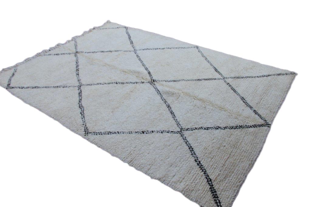 Beni Ouarain vloerkleed uit Marokko no 1759  287cm x 198cm