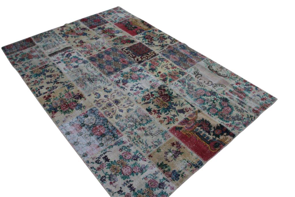 Patchwork  met bloemen vloerkleed uit Turkije  300cm x 204cm, no 189