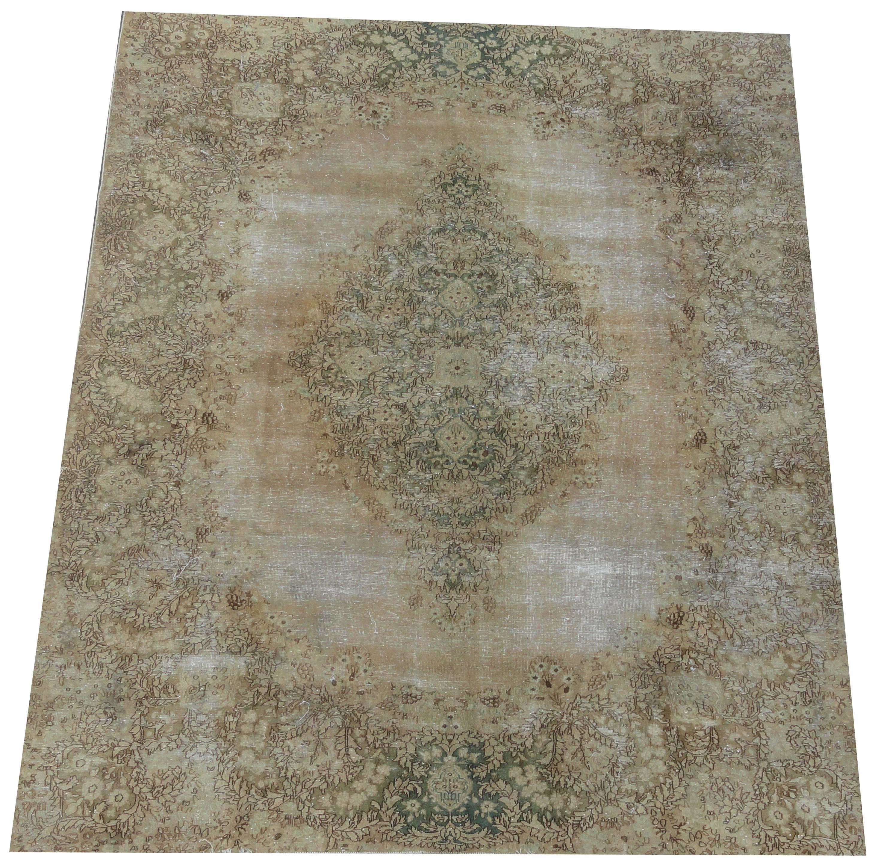 Recoloured klassiek vloerkleed nr 2230 (317cm x 245cm) tapijt wat een nieuwe hippe trendy kleur heeft gekregen.