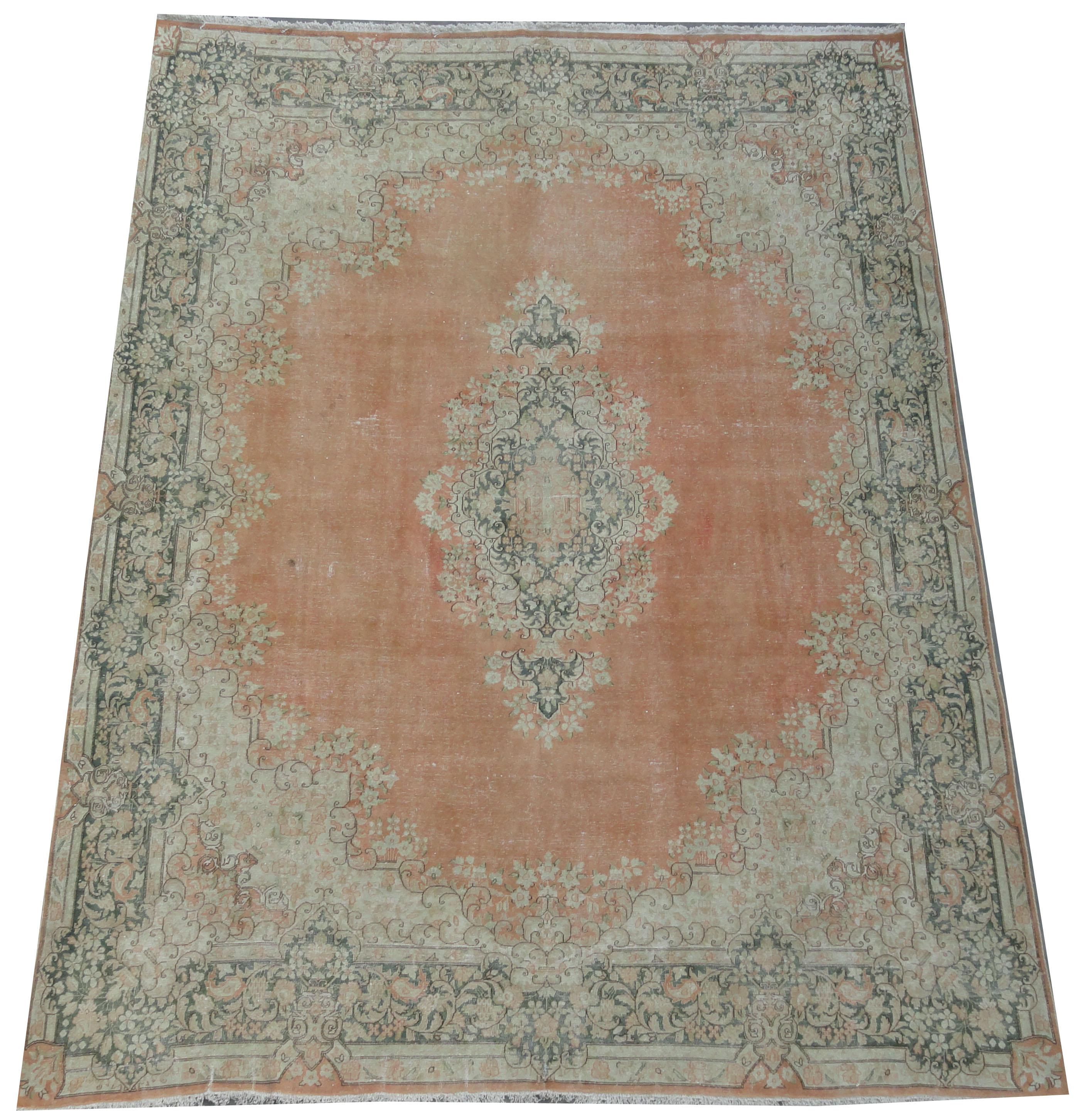 Recoloured klassiek vloerkleed nr 2242 (401cm x 294cm) tapijt wat een nieuwe hippe trendy kleur heeft gekregen.