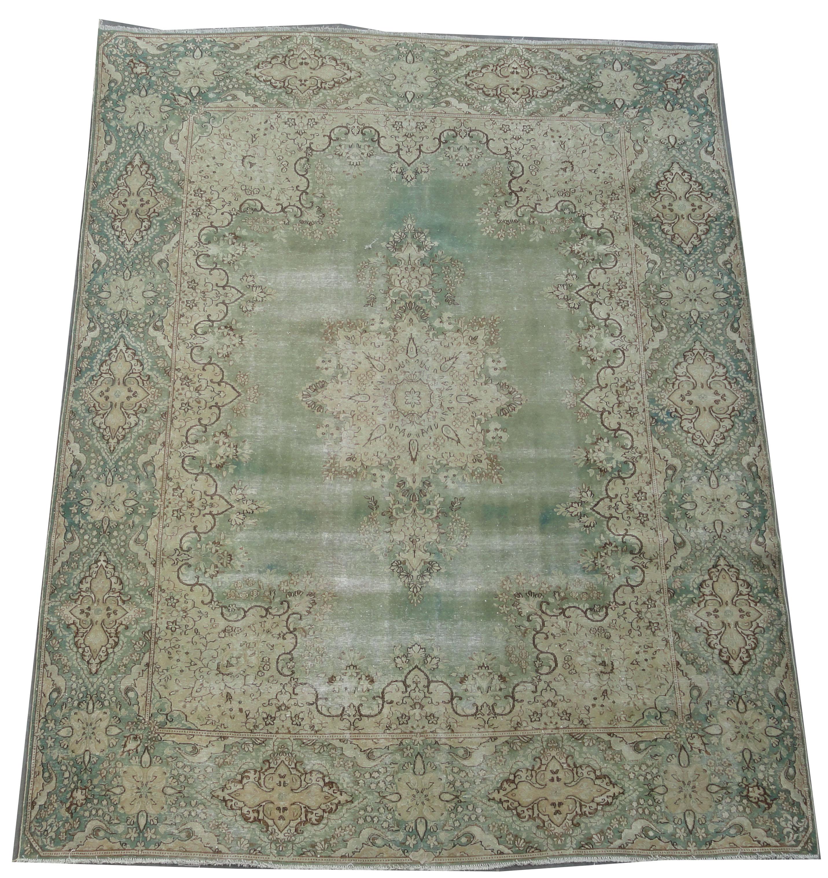 Recoloured klassiek vloerkleed nr 2271 (379cm x 292cm) tapijt wat een nieuwe hippe trendy kleur heeft gekregen.