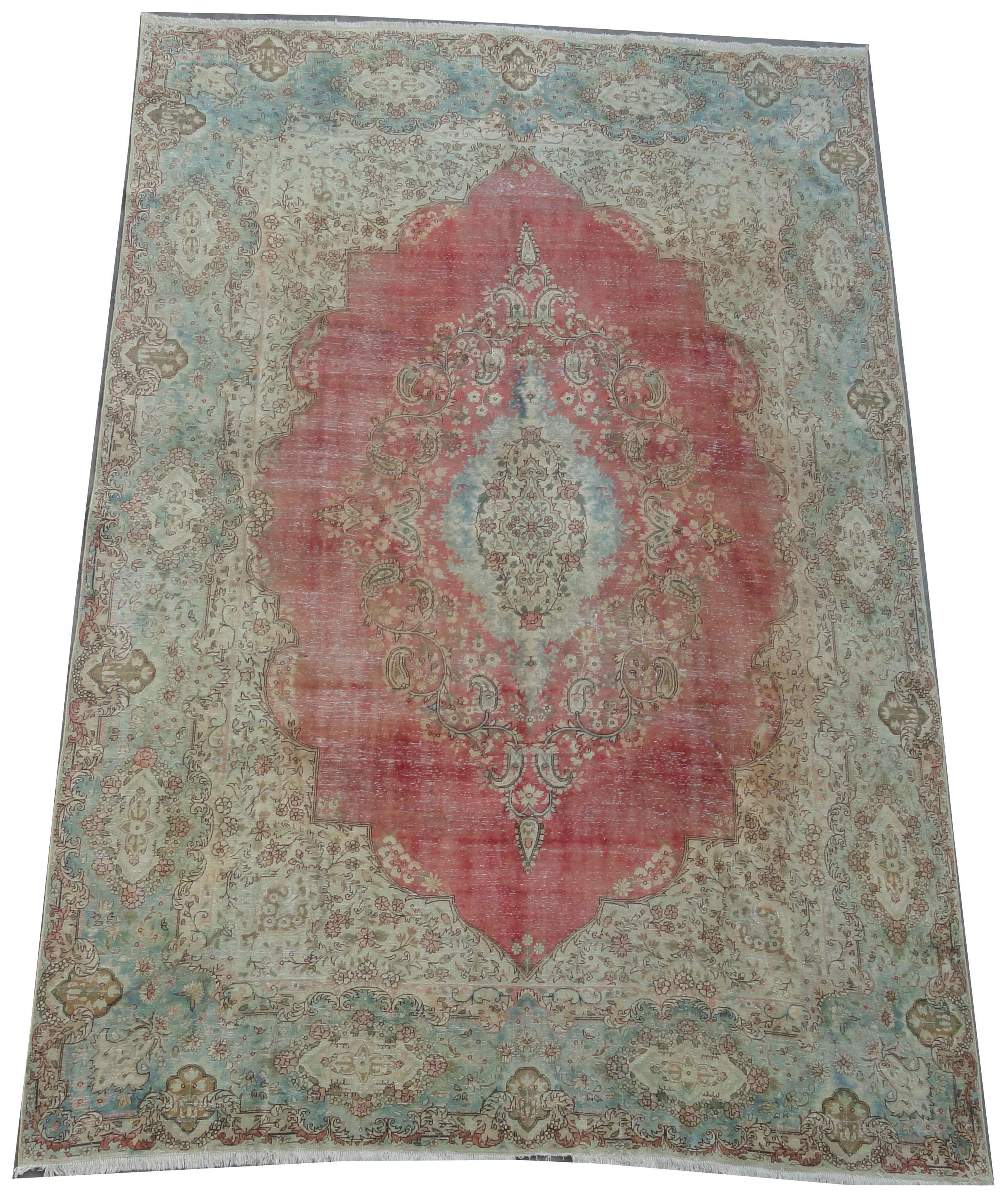 Recoloured klassiek vloerkleed nr 2277 (429cm x 284cm) tapijt wat een nieuwe hippe trendy kleur heeft gekregen.