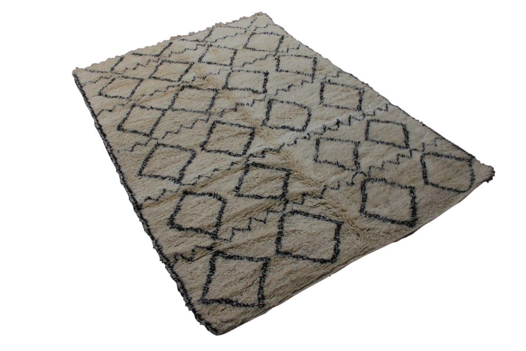 Beni Ouarain vloerkleed uit Marokko no 2559 (290cm x 196cm) Deze berber staat in de VT Wonen van November, blz 24