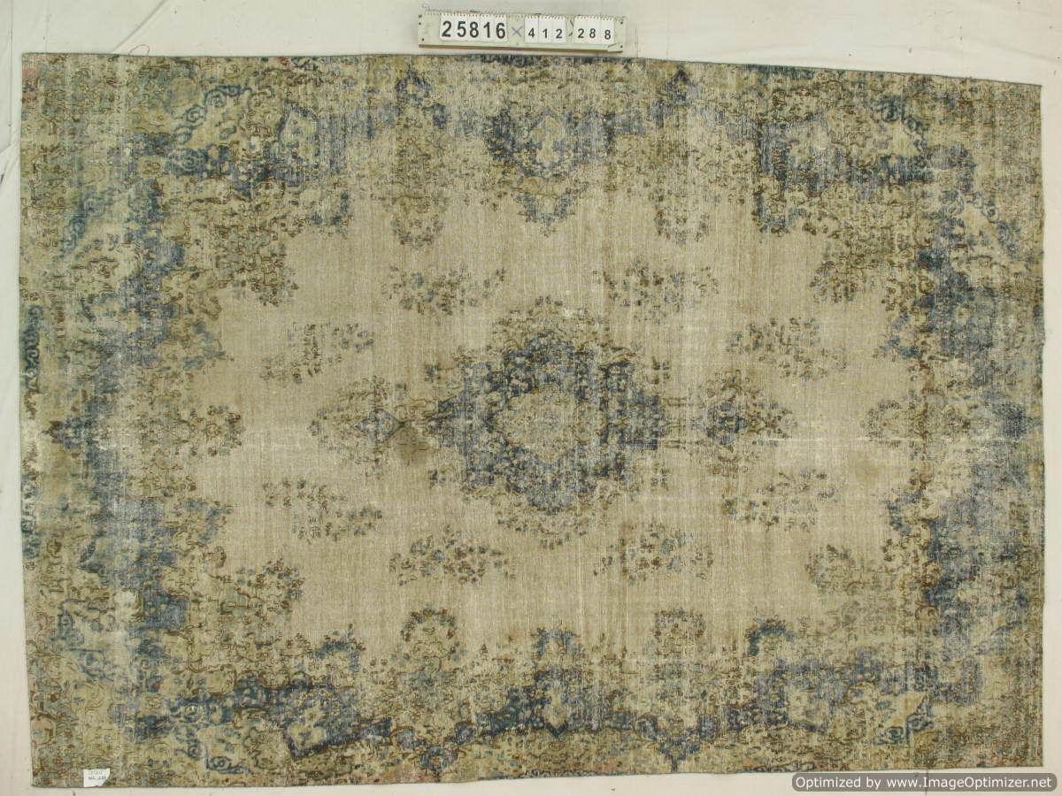 Vintage klassiek vloerkleed  uit Iran nr 25816 ( 412cm x 288cm) tapijt wat een nieuwe hippe trendy kleur heeft gekregen.