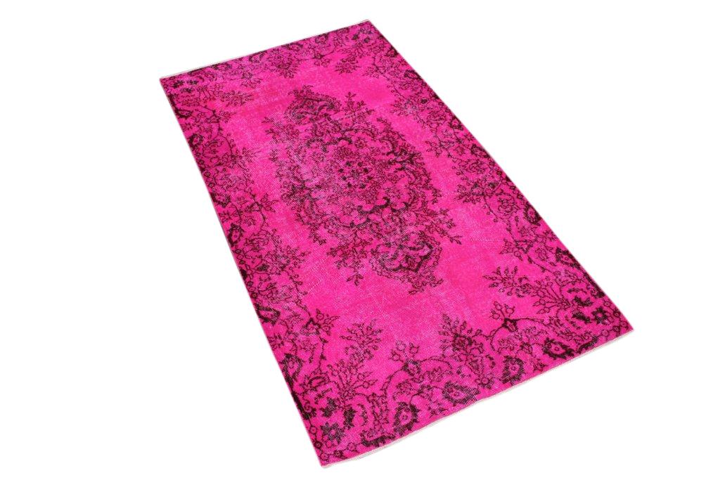 Roze recoloured vloerkleed no 263D (204cm x 111cm) groot vloerkleed wat een nieuwe hippe trendy kleur heeft gekregen.